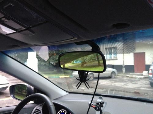 Вид видеорегистратора AXiOM Car Vision 1000 со стороны салона