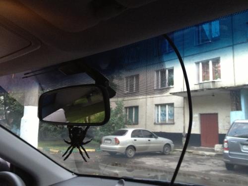 Прокладка кабеля AXiOM Car Vision 1000 в потолке HYUNDAI Solaris