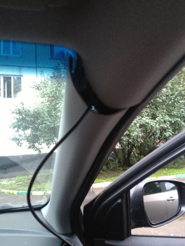 Прокладка кабеля AXiOM Car Vision 1000 в передней стойке HYUNDAI Solaris