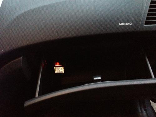 Корпус AXiOM CAr Vision 1000, установленный в бардачке Hyundai Solaris